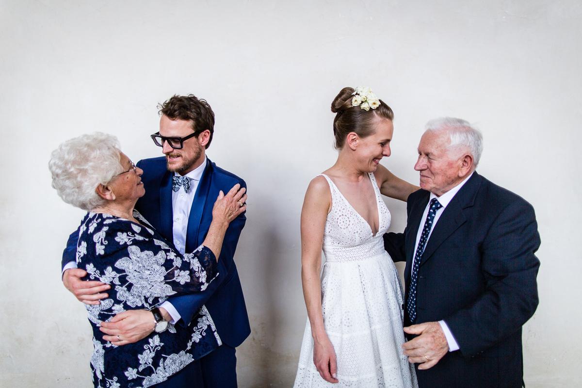Vi hanno visto nascere, diventare adulti e ora sposarvi: i nonni!
