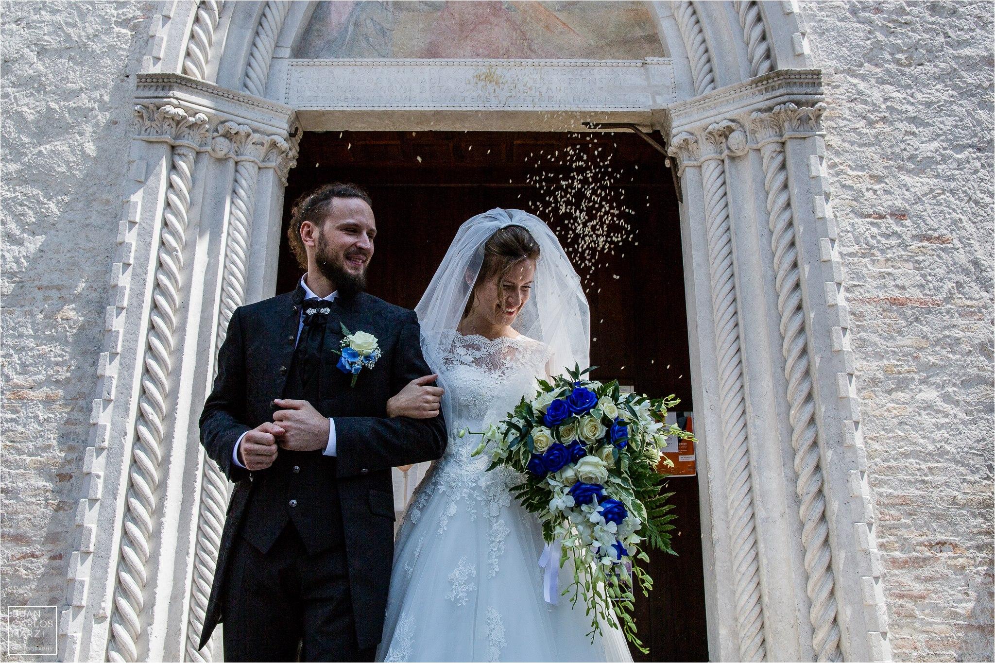 S+N un matrimonio romantico con un tocco di blu.